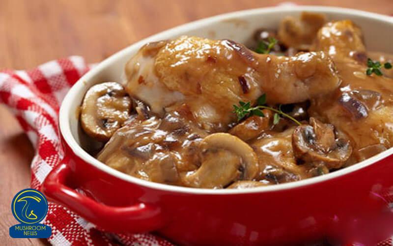 خوراک مرغ و قارچ, هاگ